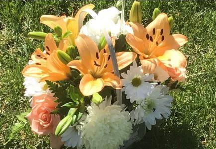 Beautiful Floral Arrangement | Rose Hills Memorial Park