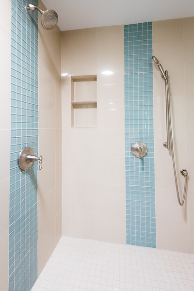 ranch house remodel by Bellingham home builders, bathroom remodel with tiled shower, light blue accent tiles, inset shelves, chrome fixtures