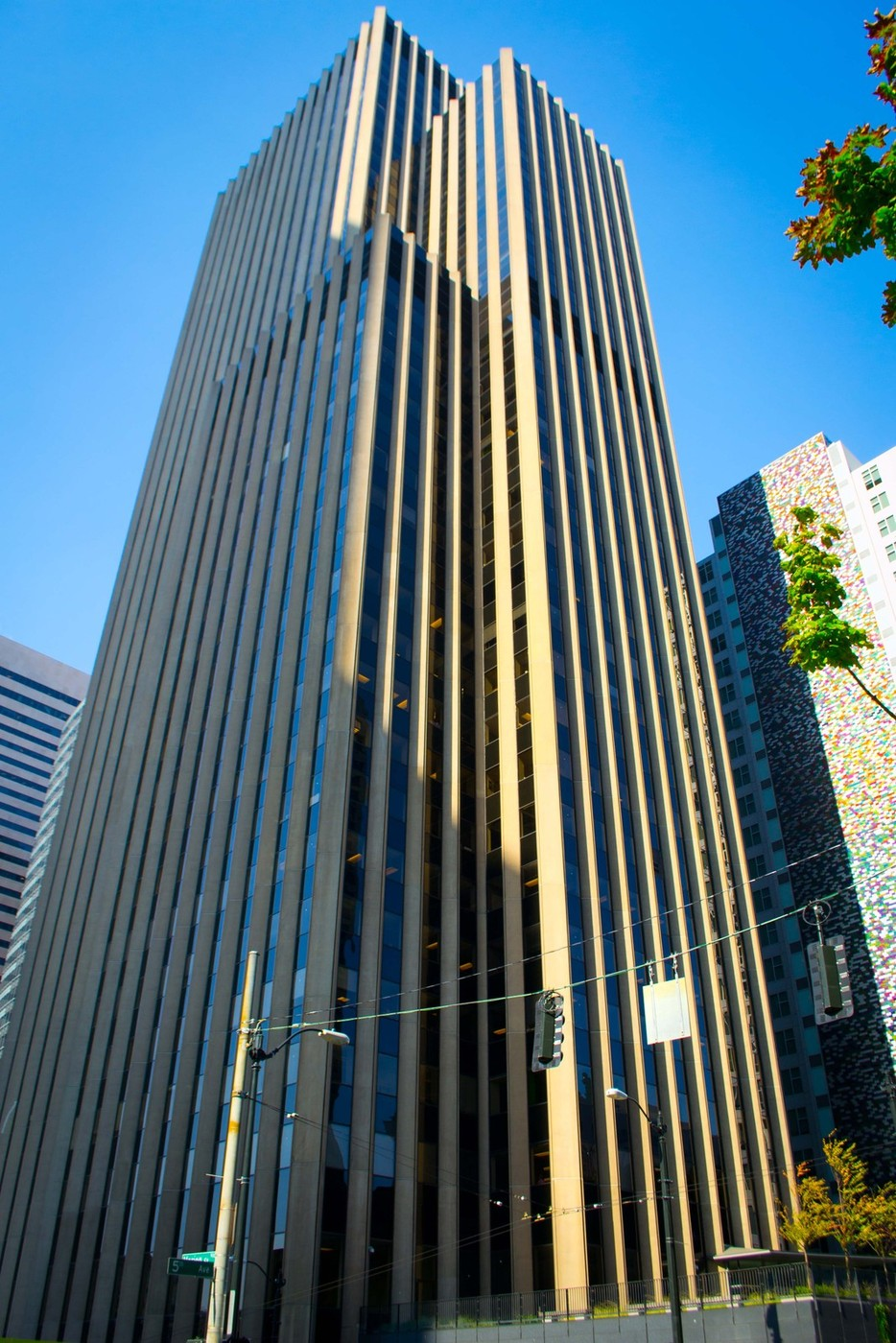901 fifth avenue comercial building