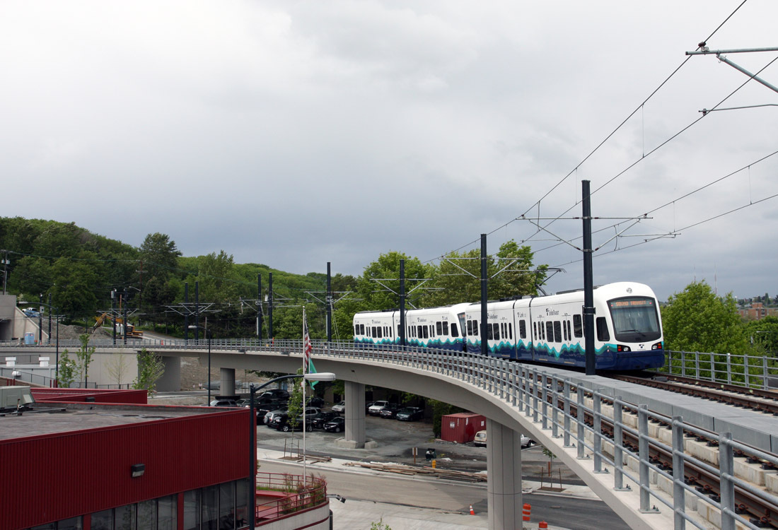light rail train elevated