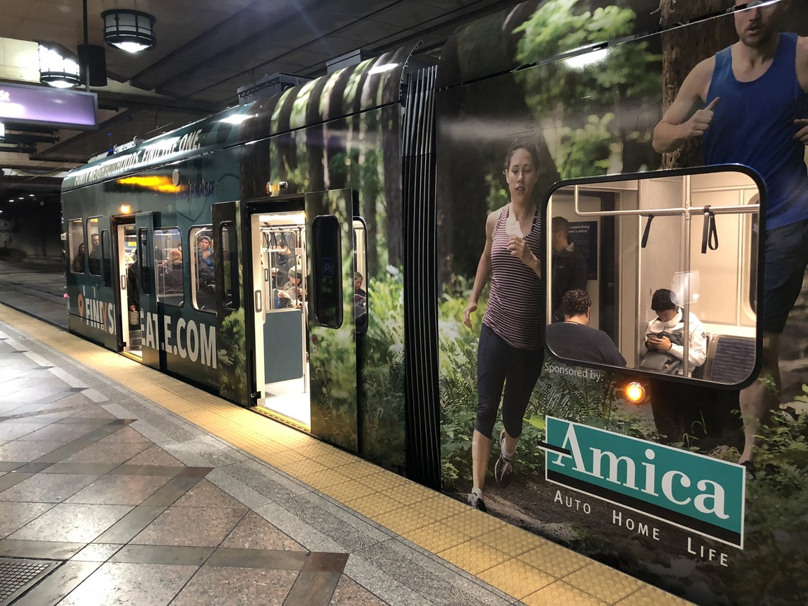 Bus wrap advertising for Amica