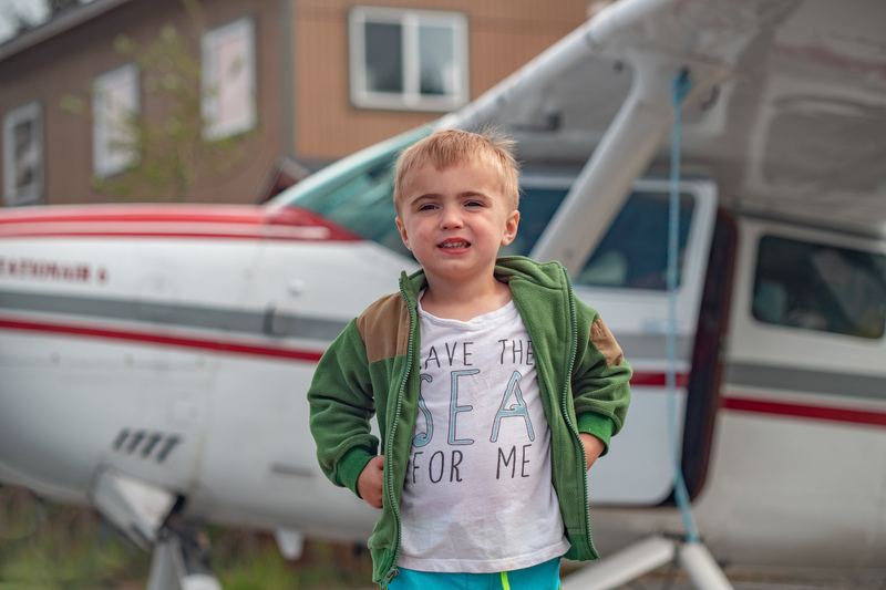 Child in front of a Cessna 206
