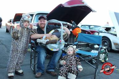 SteveFern - That Hot  Dog Place October 2016 Cruise Night 015 - Hot Rod Time that-hot-dog-place-october-2016-cruise-night-010_thumbnail