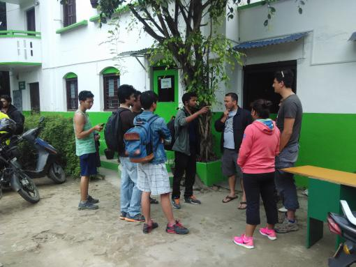 Young people coming to the OpenStreetMap clinic
