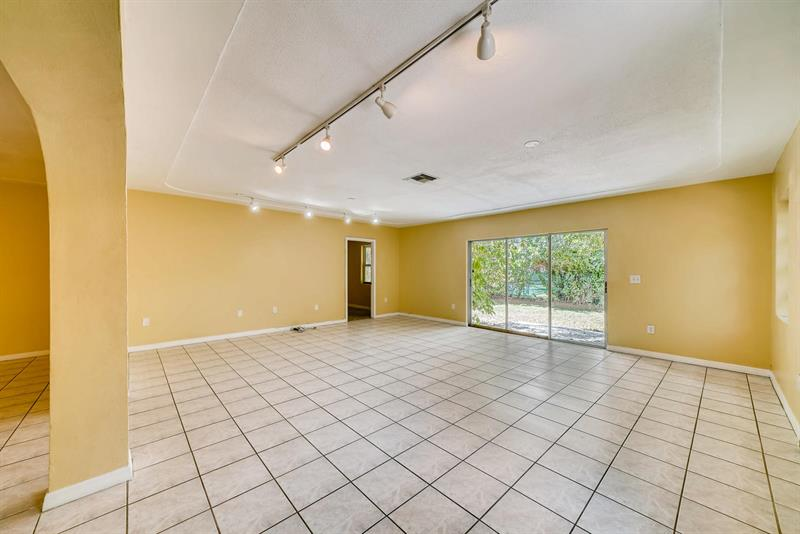 Photo of 948 NW 9th Ct, Homestead, FL, 33030