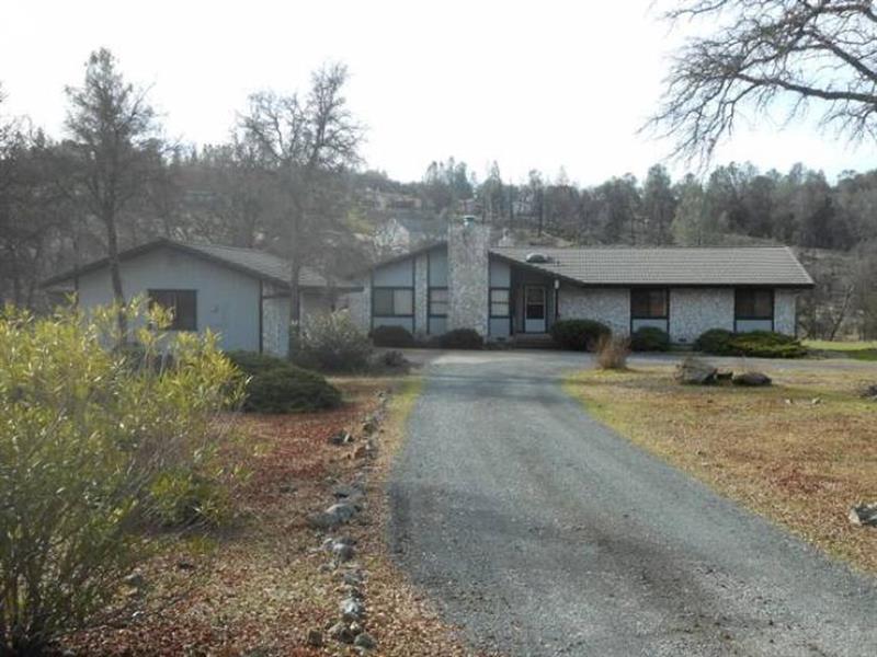 Photo of 13015 Moss Rock Drive, Auburn, CA, 95602