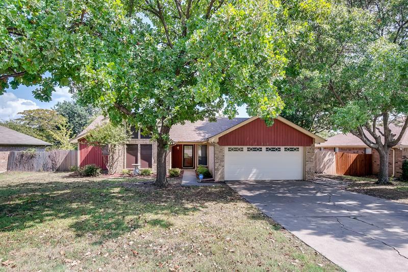 Photo of 309 SW Alsbury Blvd, Burleson, TX 76028