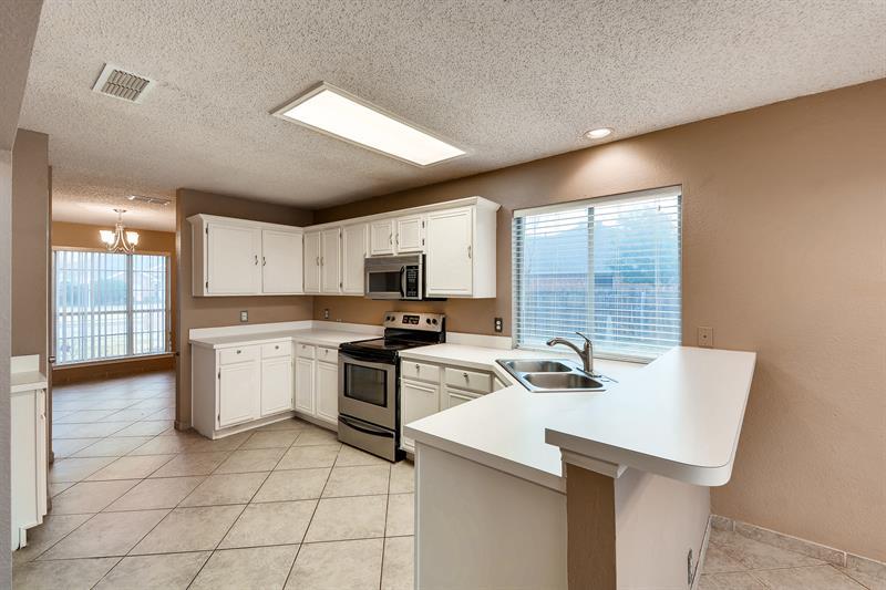 Photo of 322 Thousand Oaks Drive, Lake Dallas, TX, 75065