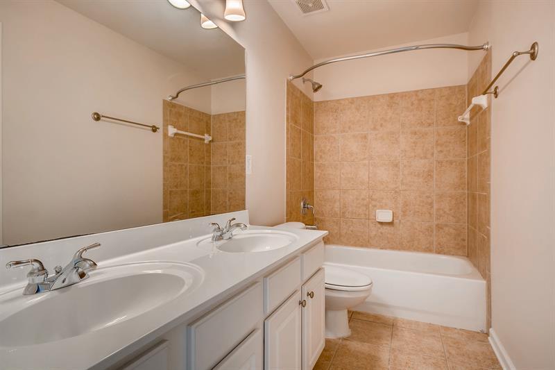 Photo of 735 Pimlicon Pl, Suwanee, GA 30024