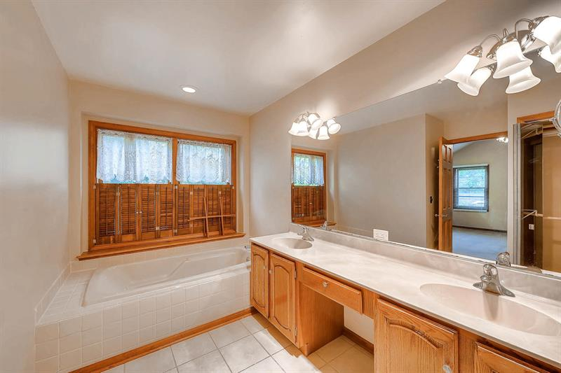 Photo of 6917 New Hampshire Trail, Crystal Lake, IL, 60012