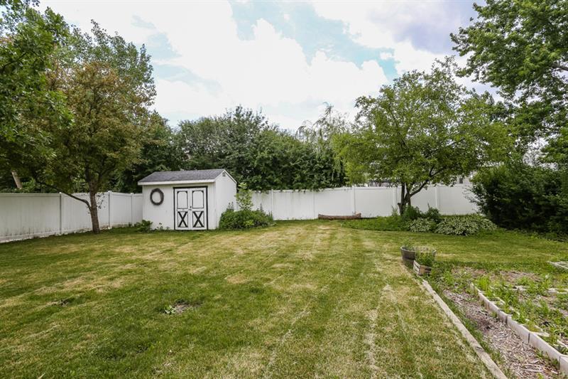 Photo of 335 Stonehurst Ln, Roselle, IL, 60172
