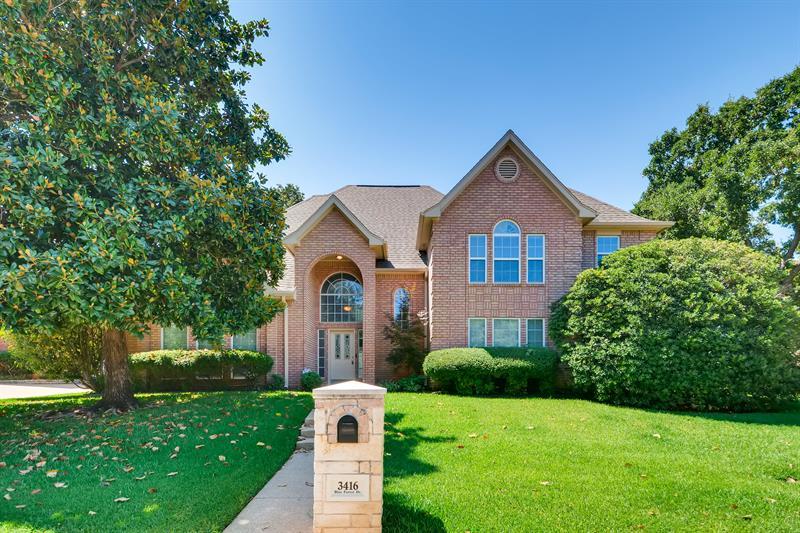 Photo of 3416 Blue Forest Drive, Arlington, TX, 76001