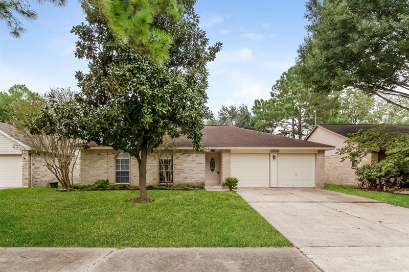 Photo of 2824 Sugar Wood Dr, League City, TX, 77573