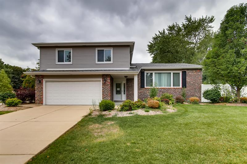 Photo of 1401 Oak Hill Ct, Downers Grove, IL, 60515