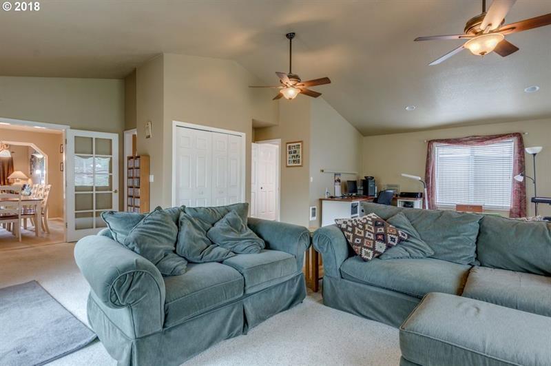 Photo of 6851 SW Glenwood Ct, Wilsonville, OR, 97070