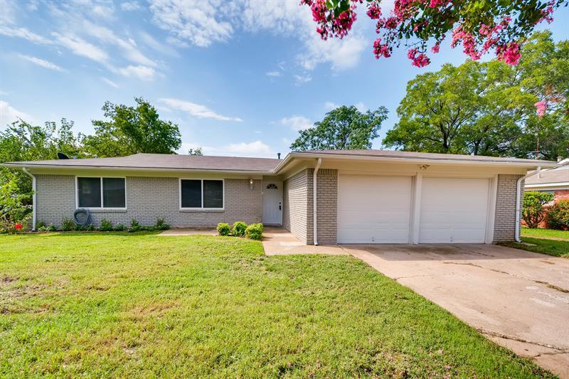 Photo of 7024 Shauna Drive, North Richland Hills, TX 76180