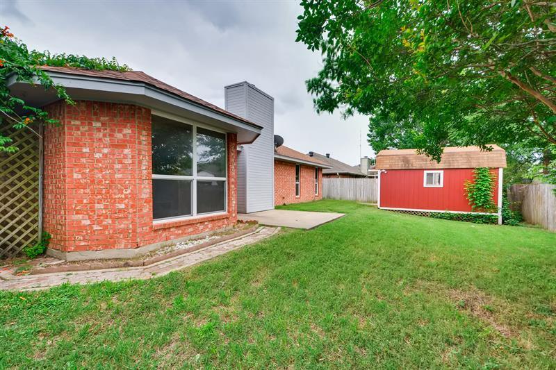 Photo of 1015 Park Pl Blvd, Midlothian, TX, 76065
