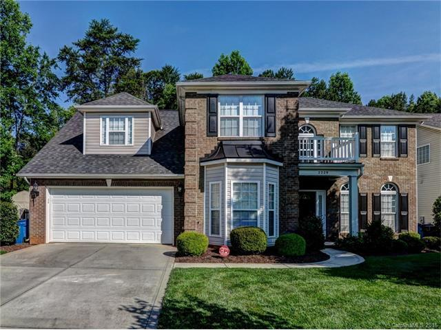 Photo of 2229 Dunnwood Hills Dr, Matthews, NC, 28105