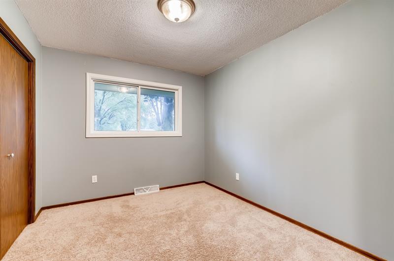 Photo of 1465 Crest Drive, Chaska, MN, 55318