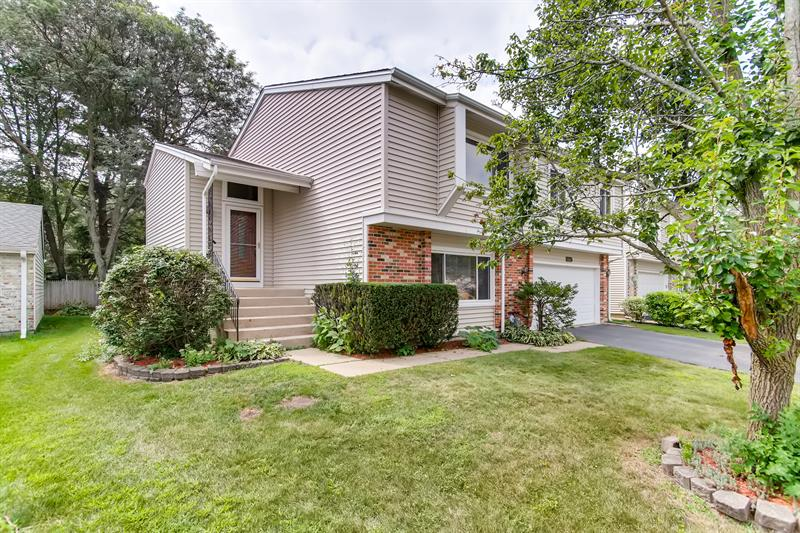 Photo of 105 Green Meadow Court, Rolling Meadows, IL 60008