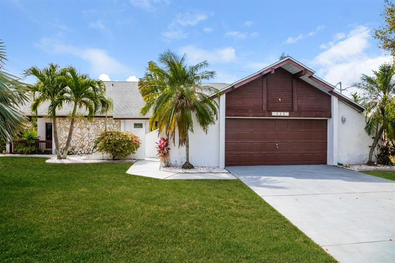 Photo of 322 SE 32nd St, Cape Coral, FL, 33904