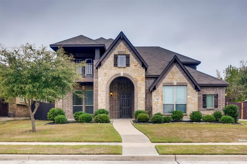 Photo of 913 Willow Crest Dr, Midlothian, TX, 76065