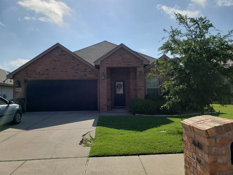 Photo of 12301 Hunters Knoll Dr, Burleson, TX 76028
