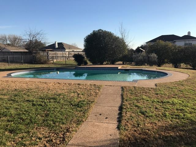 Photo of 1140 High Point Dr, Midlothian, TX, 76065