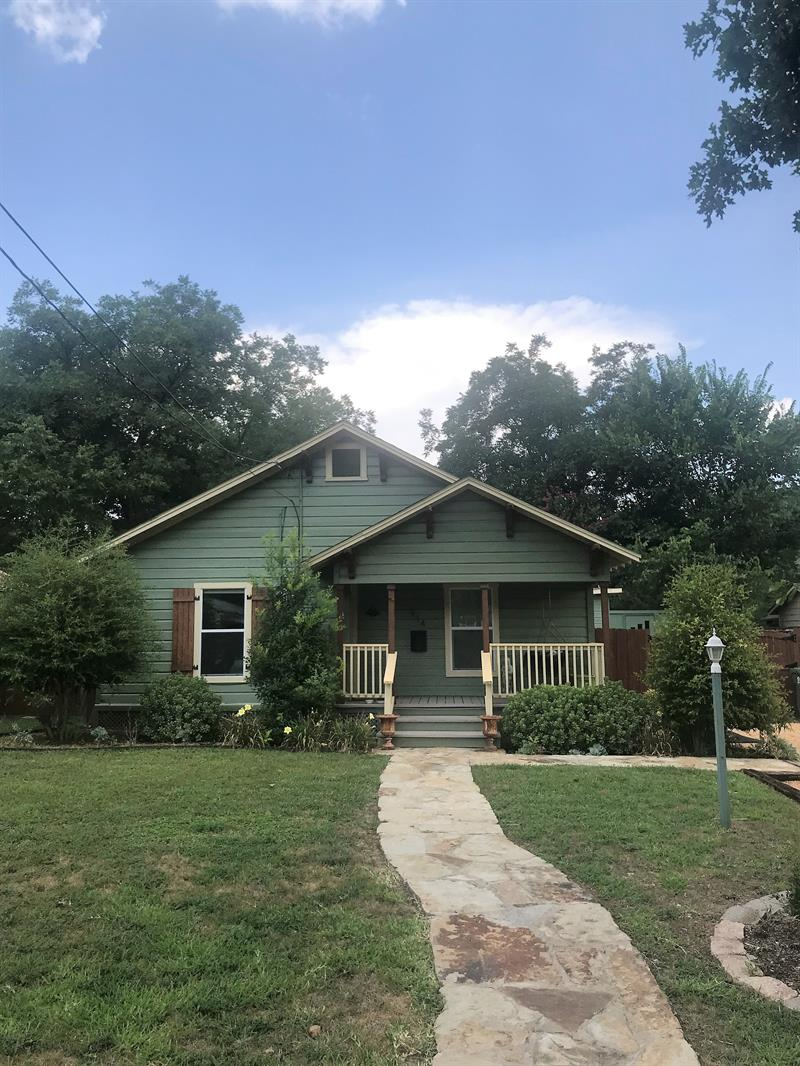 Home for rent 914 W Sunset St, Grapevine, TX 76051 | Pathlight
