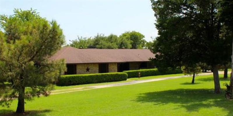 Photo of 1090 Ashford Ln, Midlothian, TX 76065