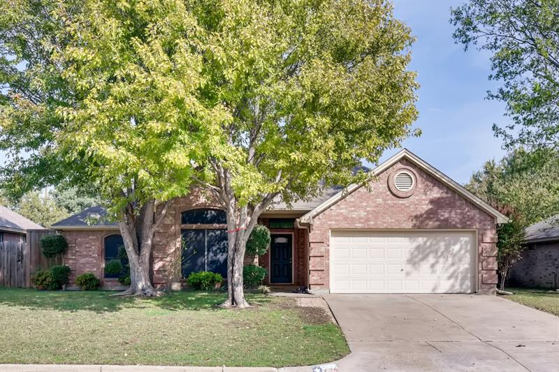 Photo of 732 Bryan Dr, Burleson, TX, 76028