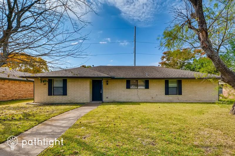Photo of 214 Buffalo Creek Dr, Waxahachie, TX, 75165
