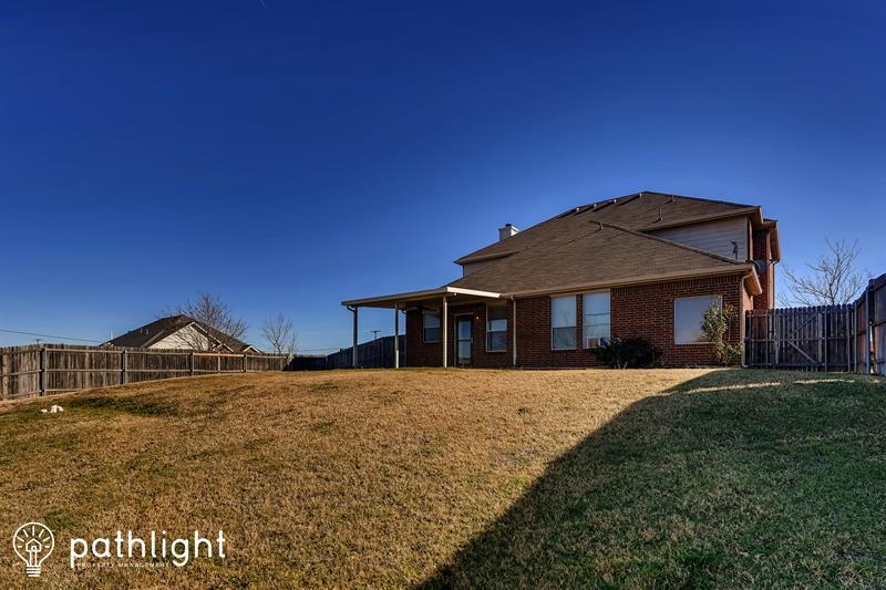 Photo of 2001 Hunters Glen Court, Midlothian, TX, 76065