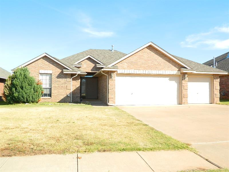 Photo of 204 N Shannon Way, Mustang, OK, 73064