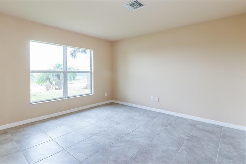 Photo of 1118 NE 3rd Ave, Cape Coral, FL 33909