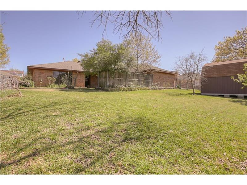 Photo of 1417 Carriage Ln, Garland, TX, 75043