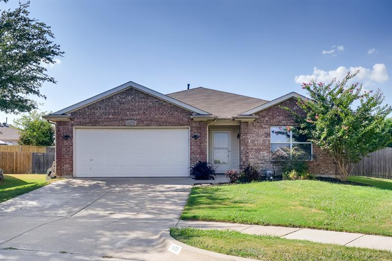 Photo of 1401 Horseshoe Bend Ct, Fort Worth, TX, 76131