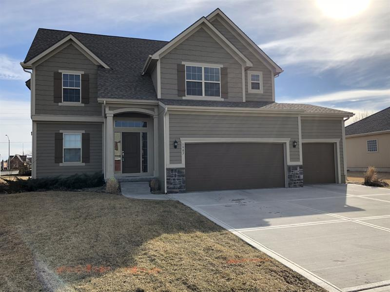 Photo of 1907 Sequoia Dr, Raymore, MO, 64083