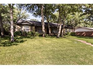 Photo of 733 Kentwood Cir, Bedford, TX, 76021