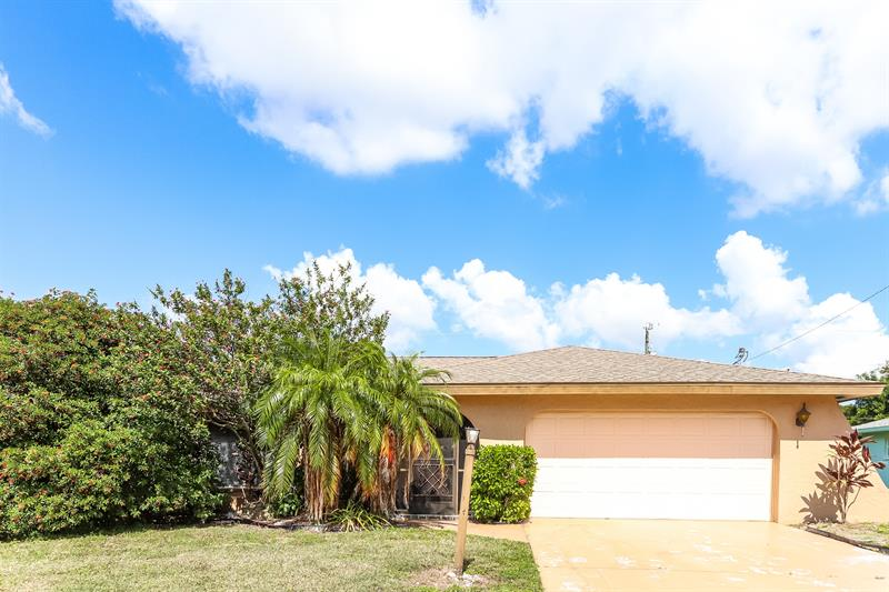 Photo of 1413 SE 44th St, Cape Coral, FL, 33904