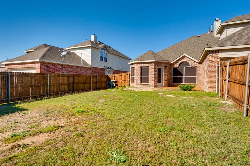 Photo of 217 Gatehouse Dr, Red Oak, TX, 75154