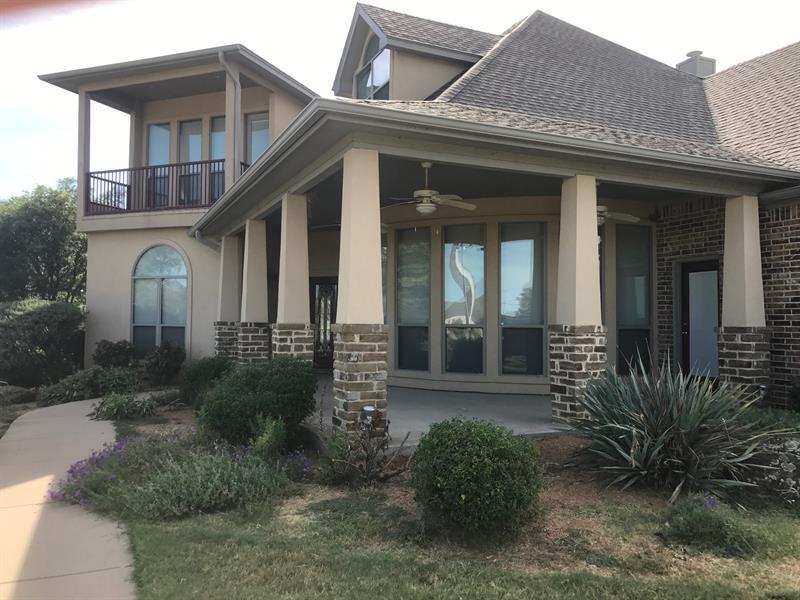 Photo of 108 Lakeshore Drive, Waxahachie, TX, 75165
