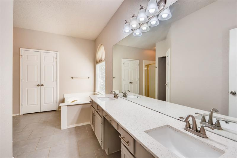 Photo of 4908 Park Brook Dr, Fort Worth, TX, 76137