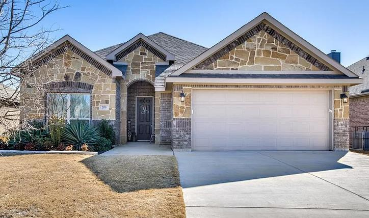 Photo of 208 Valley View Drive, Waxahachie, TX, 75167
