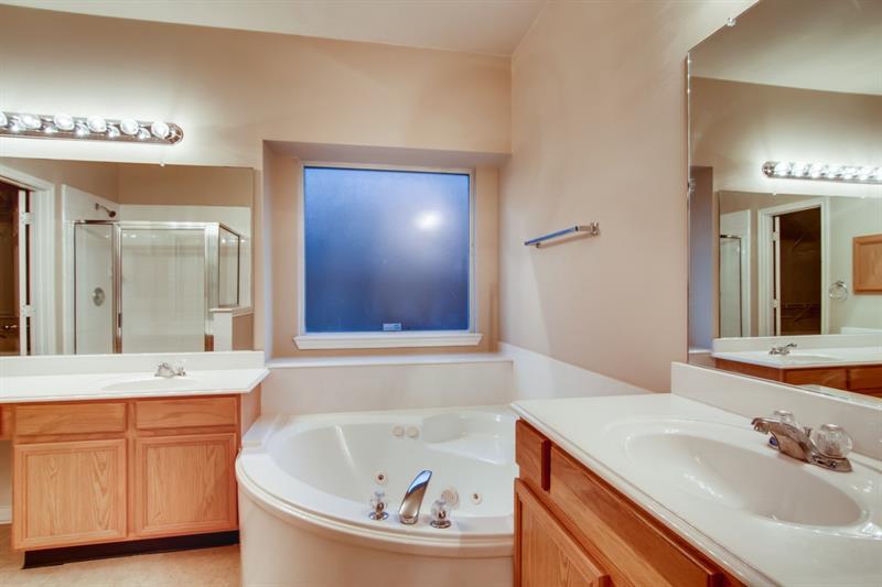Photo of 4015 Camelia Glen Ln, Fresno, TX, 77545