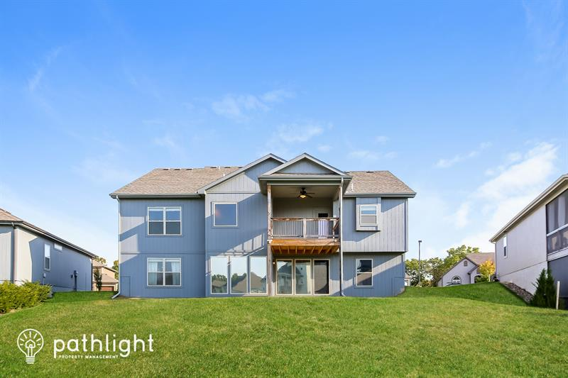 Photo of 7290 Northwest Forest Lakes Drive, Parkville, MO, 64152