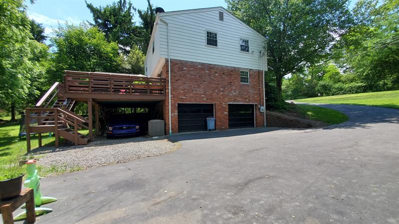 Photo of 4137 Ewalt Rd, Gibsonia, PA, 15044