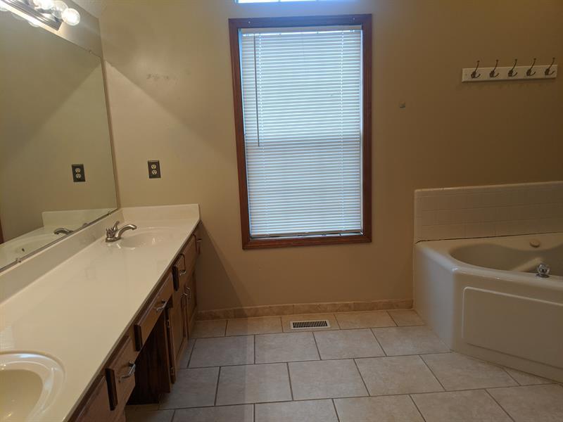 Photo of 1400 Cottonwood Dr, Greenwood, MO, 64034