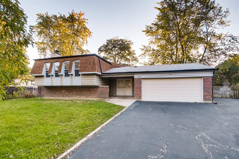 Photo of 1020 Kent Ct, Bolingbrook, IL, 60440