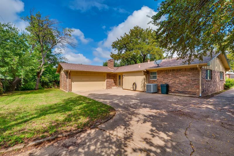 Photo of 506 Atkerson Lane, Euless, TX, 76040